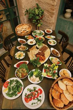 Middle eastern 'mezze' (assorted salads and dips that are served as starters) Lebanese Cuisine, Lebanese Recipes, Lebanon Food, Hungary Food, Arabian Food, Eastern Cuisine, Middle Eastern Recipes, Island, International Recipes