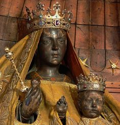 You will never see this image of the Black Madonna of Chartres again. She and her Child have been painted over. (Photo: Walwyn/Flickr)  NICE PIC