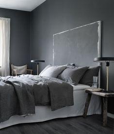 One Swedish apartment, two different ways of doing grey (my scandinavian home) Small Room Bedroom, Gray Bedroom, Trendy Bedroom, Home Decor Bedroom, Gray Interior, Interior Design, Dark Walls, Dark Interiors, Beautiful Bedrooms
