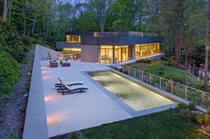 Nestled into its natural environment: Weston Residence