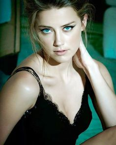 Amber Heard is incredibly beautiful. Actually she's a freaking knocked out but this is not the blue in her blue eyes Amber Heard Sexy, Amber Heard Rum Diary, Amber Heard Bikini, Girl Face, Woman Face, Beautiful Celebrities, Beautiful Actresses, Amber Head, Beautiful Eyes