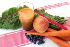 Sweet Blueberry Blast - 1 peach 1 cup/150 g blueberries 5 carrots 2 chard (silverbeet) leaves and stalks 1-inch/2.5 cm piece of ginger
