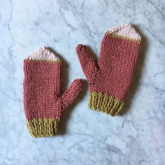 Best Crochet Mittens For Girls 47 Ideas Crochet Rug Patterns, Easy Knitting Patterns, Baby Afghan Crochet, Crochet Mittens, Bandeau Crochet, Crochet Braids Marley Hair, Crochet Hat With Brim, Baby Sweaters, Marie Claire