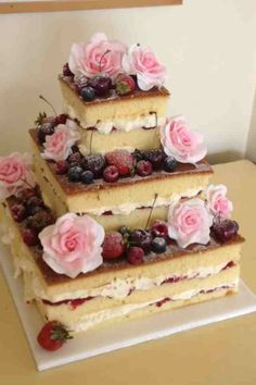 Square tier sponge with berries