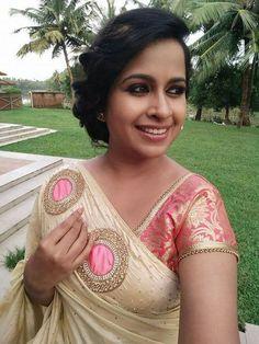 Different types of designer saree and blouse - ArtsyCraftsyDad Set Saree, Saree Dress, Saree Blouse Designs, Blouse Patterns, Saris, Desiner Sarees, Kerala Saree, Indian Sarees, Designer Sarees Wedding