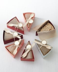 Paper Pie-Slice Boxes Celebrate Pi Day with these party favor pie boxes!Celebrate Pi Day with these party favor pie boxes! Cake Boxes Packaging, Baking Packaging, Dessert Packaging, Food Packaging Design, Diy Cookie Packaging, Sandwich Packaging, Diy Pie Box, Cake Slice Boxes, Cake Slices