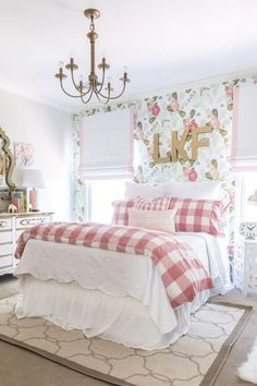 Big girl room reveal with floral wallpaper, gingham bedding and glam pink and go. Big girl room reveal with floral wallpaper, gingham bedding and glam pink and gold accessories Big Girl Bedrooms, Shabby Chic Bedrooms, Little Girl Rooms, Pink Bedrooms, Trendy Bedroom, Pink Girl Rooms, Girls Pink Bedroom Ideas, Simple Girls Bedroom, Vintage Girls Rooms