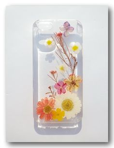 Very cute! Love this idea :D Handmade case. Resin with Real Flower, Pressed flower.