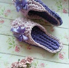 No photo description available. Crochet Boat, Cute Crochet, Knit Crochet, Cute Slippers, Knitted Slippers, Crochet Sandals, Crochet Shoes, Crochet Flip Flops, Knitting Patterns