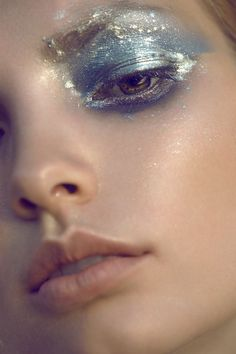 Beauty inpsiration: Blue and metallic for a gorgeous ocean effect