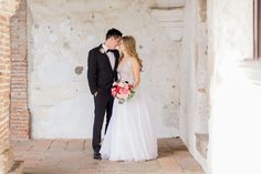 Wedding Photographers : Koman Photography Read More on SMP: http://www.stylemepretty.com/2016/08/12/classic-rancho-las-lomas-summer-wedding/