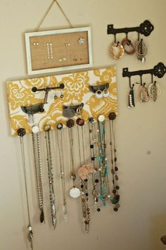 22 super Ideas for hanging makeup storage jewelry organization Home Crafts, Diy Home Decor, Diy And Crafts, Arts And Crafts, Jewelry Wall, Diy Jewelry, Jewelry Holder, Jewelry Box, Jewlery