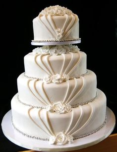 Lovely Art Deco style cake - simple and stunning (note simple does not necessarily equal easy!)