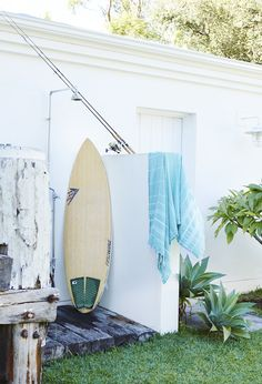 It's SO hot in Sydney today, it's made me wish I was up at this breezy beach house. The home (more...)