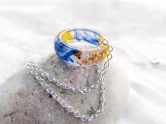 Real dried cornflower ring necklace Sterling silver chain Flower resin ring Stacking ring Blue band ring Terrarium jewelry Eco resin rings によく似た商品を Etsy で探す