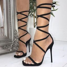 These 21 new Simmi shoes are the find . Diese 21 neuen Simmi-Schuhe sind das Fundament jeder Kollekti… Left or right? These 21 new Simmi shoes are the foundation of every collection - Stilettos, Stiletto Heels, Shoes Heels, Heeled Sandals, Sandals Outfit, Ego Shoes, Heel Boots, Fancy Shoes, Pretty Shoes