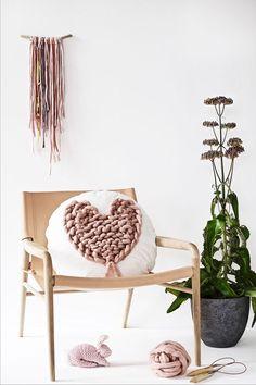 FREE super chunky knitted heart tutorial from Anette of the Lebenslustiger blog on LoveKnitting