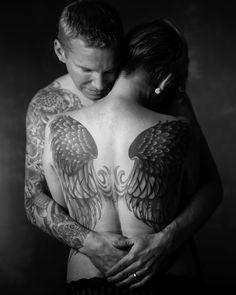 www.stephaniecristalli.com  studio black and white portrait. couple with tattoos.