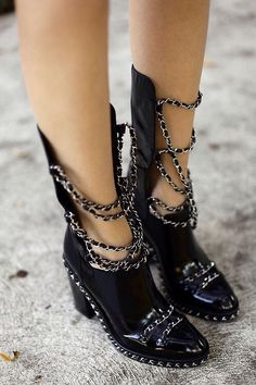 Black chain boots - how fabulous are these!!??