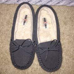 Minnetonka moccasins Charcoal Gray Minnetonka moccasins NO TRADES  NO LOW BLOWS  OFFERS ACCEPTED  NO Ⓜ️ Minnetonka Shoes Moccasins