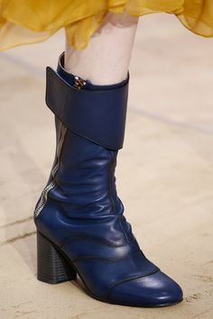 The best designer shoes and shoe trends from the Autumn/Winter 2016-17 fashion collections so far. Browse our gallery of catwalk inspiration and new season shoe styles.  chloe