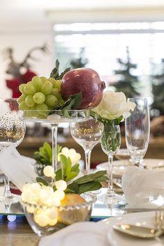 Amelinha Amaro cria 2 mesas de Ano Novo para famílias supersticiosas! Uma no estilo mesa posta e outra no serviço americano.