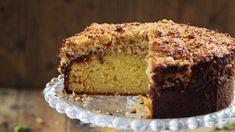Ένα ζεστό, λαχταριστό κέικ είναι πάντα μια καλή ιδέα. Είτε είσαι στο σπίτι είτε στο γραφείο, ένα κομμάτι πάντα δίνει ενέργεια. | TASTE | BOVARY | κέικ, Συνταγή, ΓΛΥΚΟ, Δανία Rose Bakery, Danish Cake, Desserts Around The World, Baking With Kids, Dream Cake, Chiffon Cake, At Home Store, Banana Bread, Cake Recipes