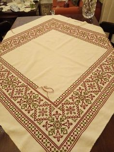 Cross Stitch Borders, Cross Stitch Flowers, Cross Stitch Patterns, Hand Embroidery Patterns, Cross Stitch Embroidery, Filet Crochet, Diy And Crafts, Tablecloths, Dish Towels