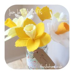 Sewing Patterns Free DIY Jam Jar Felt Daffs - With Mother's Day (and Easter) just around the corner, I've been busy putting together a free DIY pattern for my Jam Jar Felt Daffodils – the perfect gift for mum (or just for you… Felt Diy, Felt Crafts, Flower Crafts, Diy Flowers, Exotic Flowers, Flowers Garden, Handmade Flowers, Purple Flowers, Spring Flowers