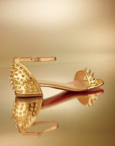 I want this Louboutins so bad! Pretty Shoes, Beautiful Shoes, Cinderella Shoes, Stay Gold, Hot Shoes, Cool Things To Buy, Fashion Shoes, Christian Louboutin, High Heels
