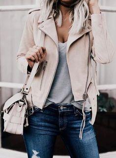 CHAQUETAS DE PIEL O POLIPIEL PARA UN LOOK CASUAL Hola Chicas!!! Es momento de ir viendo que tienes en tu armario para este otoño, lo bueno de que mucha de la ropa que usaste el año pasado la vas a poder volver a usar sobre todo las chaquetas de piel aunque yo prefiero la de polipiel (estoy en contra del maltrato animal) creo que las chaquetas son un gran aliado, porque las puedes usar para cualquier ocasión y tanto con ropa formal como casual, le darán un toque muy chic a tu outfit, les dejo…