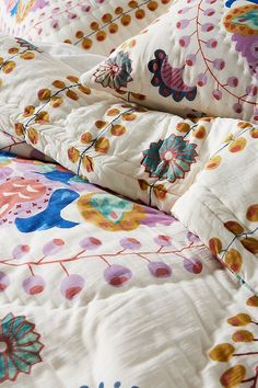Delissa Quilt by Artisan Quilts Anthropologie in Assorted, Bedding