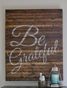 """Be Grateful"" Pallet Art, perfect for a Thanksgiving decoration! Easy, diy wall art makes a great gift too! #palletwall #palletprojects #walldecor #grateful"