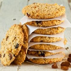 Are you searching for a great diabetic cookie recipes? Here are some great options to satisfy the need for a cookie without completely ruining your diabetic diet. These diabetic cookie recipes use options like sugar substitutes and almond or coconut flour Oatmeal Raisin Cookies, Oatmeal Cookies, Diabetic Cookie Recipes, Blueberry Bread, Post Workout Food, Workout Meals, Yummy Cookies, Health Desserts, Thermomix