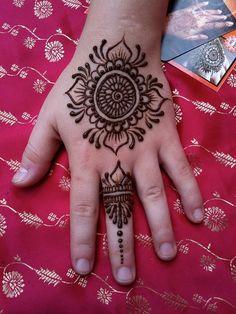 Simple henna hands