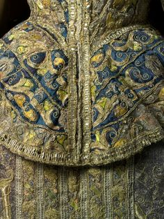 Close-up view of the back of a Spanish ensemble from the late 16th century.