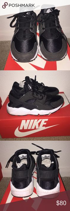 Air Huarache Run Black/White.. Doesn't Fit Like a 7.5 more like a 7.. Barely Worn.. Original Box Included Nike Shoes Sneakers