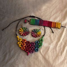Colorful paper bead necklace very nice have made similar looking jewelry by rolling sticky notes in various colors Paper Quilling Jewelry, Paper Bead Jewelry, Paper Earrings, Fabric Jewelry, Jewelry Crafts, Beaded Jewelry, Paper Beads Tutorial, Make Paper Beads, How To Make Beads
