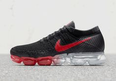 Nike continues to expand the Vapormax range with the introduction of this exclusive country pack that highlights USA, UK, Germany, and Kenya. Customizable options include the country flag on the tongue, solid Flyknit uppers, the Swoosh, and of course the … Continue reading →
