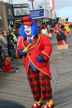 clownfest Good Clowns, Send In The Clowns, Evil Clowns, Circus Costume, Circus Clown, Colored Wigs, Clowning Around, Carnivals, Freemason