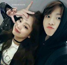 Foto Bts, Bts Girl, Jungkook Oppa, Jennie Kim Blackpink, Kpop Couples, Korean Couple, Jungkook Aesthetic, Blackpink And Bts, Aesthetic Movies