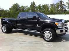 2011-Ford-F-350-Dually-lifted-with-billet-wheels