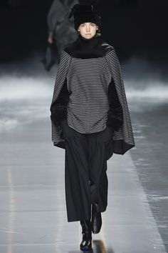 Issey Miyake Fall 2016 Ready-to-Wear Fashion Show
