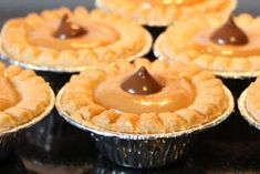 Toffee Tarts Sweet creamy little tarts with flavours of caramel and chocolate. These are like Turtle Tarts but without the pecan. Safe for those with nut sensitivities. Kids love these! Makes a 36 mini tarts Ingredients: 36 mini tart shells. Mini Desserts, Cookie Desserts, Christmas Desserts, Just Desserts, Cookie Recipes, Dessert Recipes, Mini Dessert Tarts, Camping Desserts, Dessert Ideas