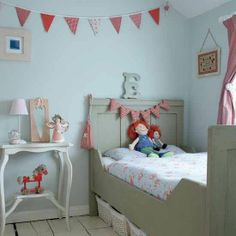 New Home Interior Design: Girls' bedrooms | Tranquil bedroom with vintage accessories