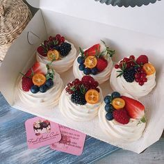 Chocolate and ricotta cake - HQ Recipes Fancy Desserts, Köstliche Desserts, Delicious Desserts, Dessert Recipes, Yummy Food, Pavlova Cake, Mini Pavlova, Elegante Desserts, Meringue Desserts