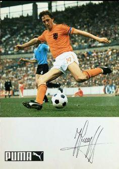 Pumas, Soccer Ball, Football, History, Sports, Holland, Soccer, Hs Sports, Futbol