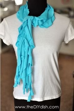 super easy no sew tshirt scarf. This looks sooooo easy. But I think I will sew my pieces together instead of using fabric glue. Maxi T Shirt, Scarf Shirt, T Shirt Diy, Shirt Scarves, Tee Shirt, Fabric Crafts, Sewing Crafts, Fabric Glue, Fabric Rosette