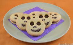 Biscotti alla nutella per Halloween - Gnam Gnam Hallowen Party, Halloween Party Themes, Halloween Desserts, Halloween Cakes, Halloween Kids, Halloween Treats, Biscuit Nutella, Halloween Cookies Decorated, Biscuits