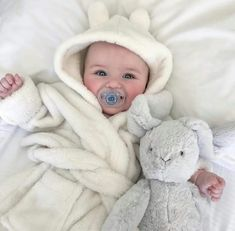 Look at baby Ronnie Anne 🦄🦄🌈🌈 Cute Little Baby, Baby Kind, Little Babies, Cute Babies, Baby Boy Photos, Cute Baby Pictures, Baby Outfits, Cute Baby Wallpaper, Baby Kostüm